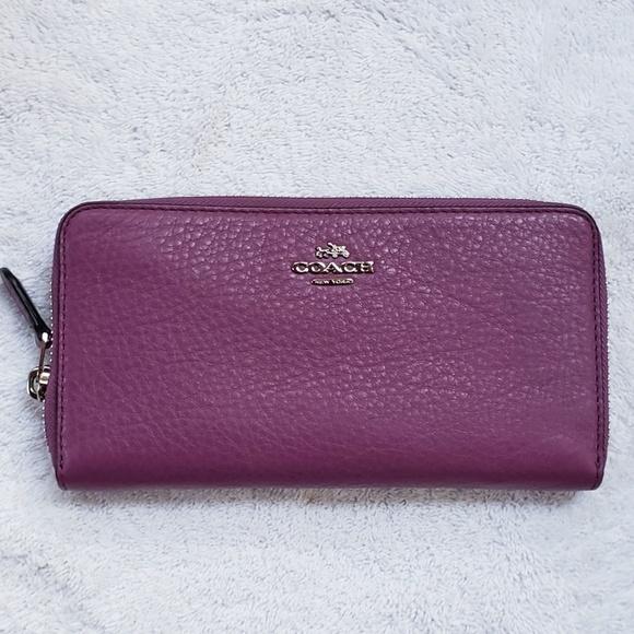 Coach Handbags - 🆕️Coach large pebble accordion zip wallet💵💳😈